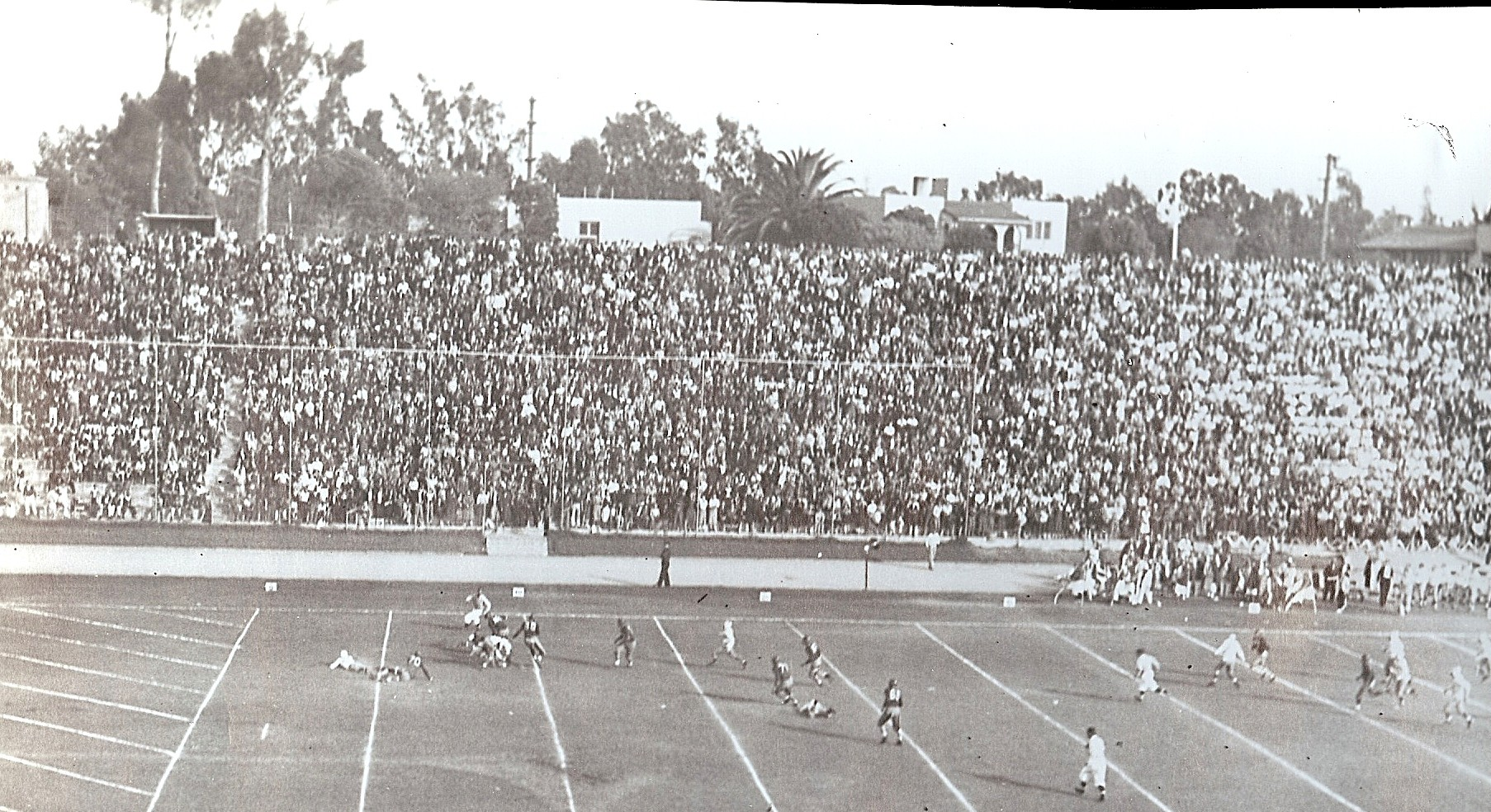 Usual big crowd was at Balboa Stadium for San Diego-Hoover game.
