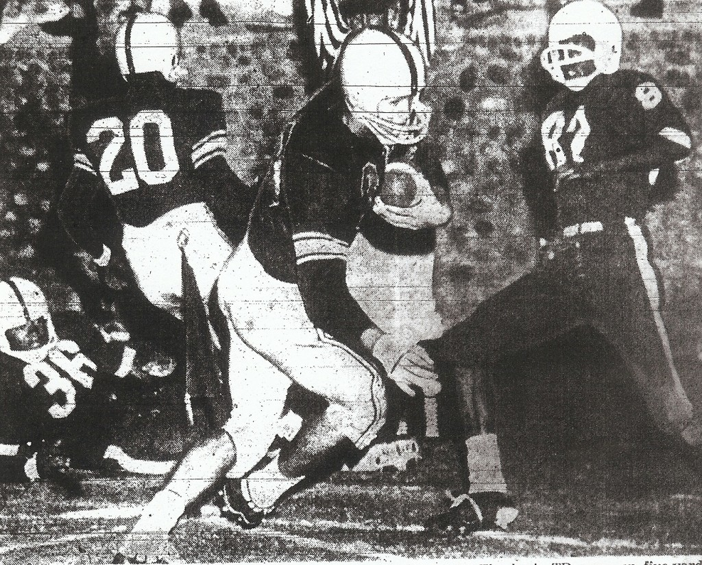 Thurlow faked to McClendon (20) and scored against L.A. All-Stars in 27-12 San Diego victory.