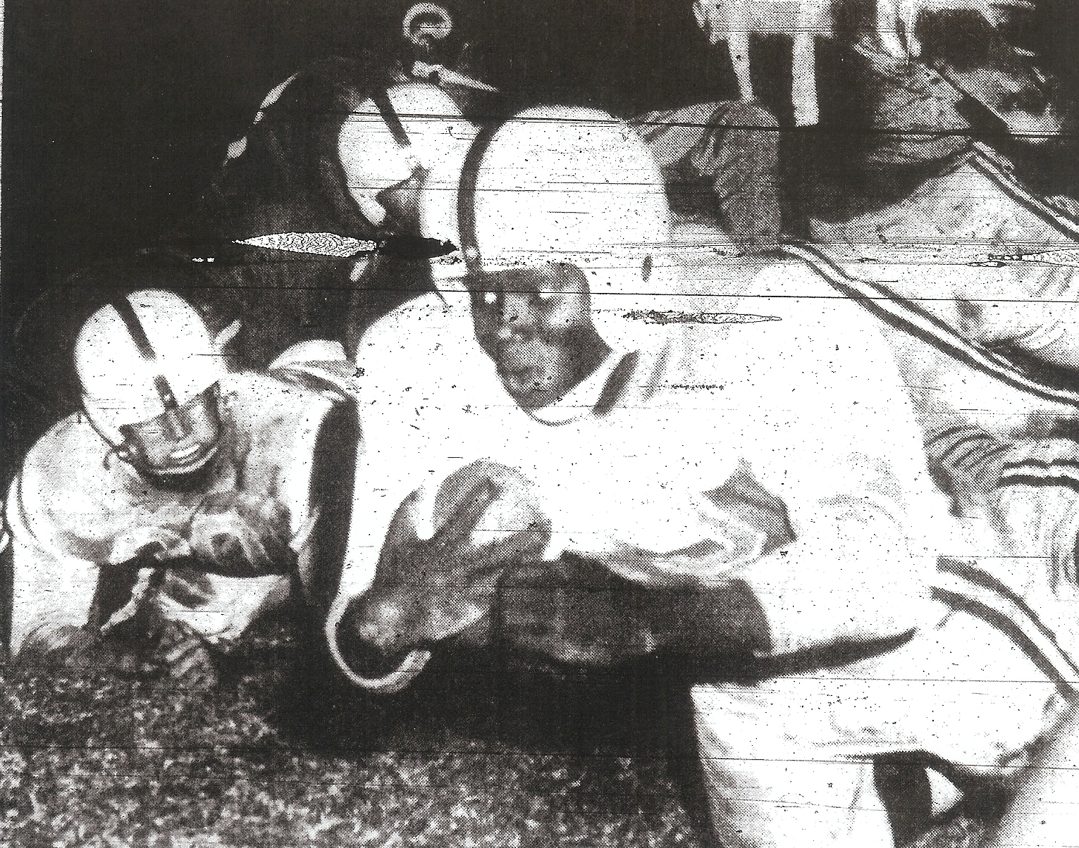 Jones, scoring second touchdown against Lincoln, went on to star at University of Oregon..
