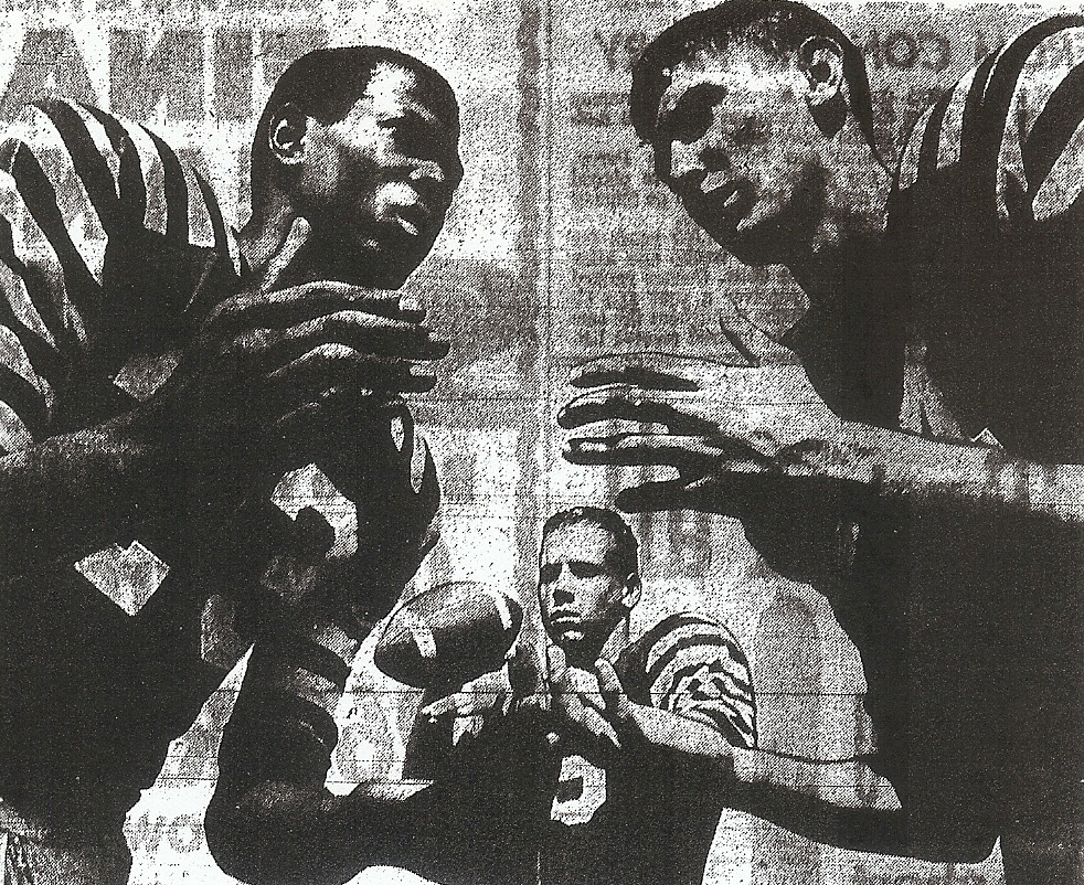 Kearny rolled with ends Bob Odom (left) and Steve Reina and quarterback Larry Shepard.