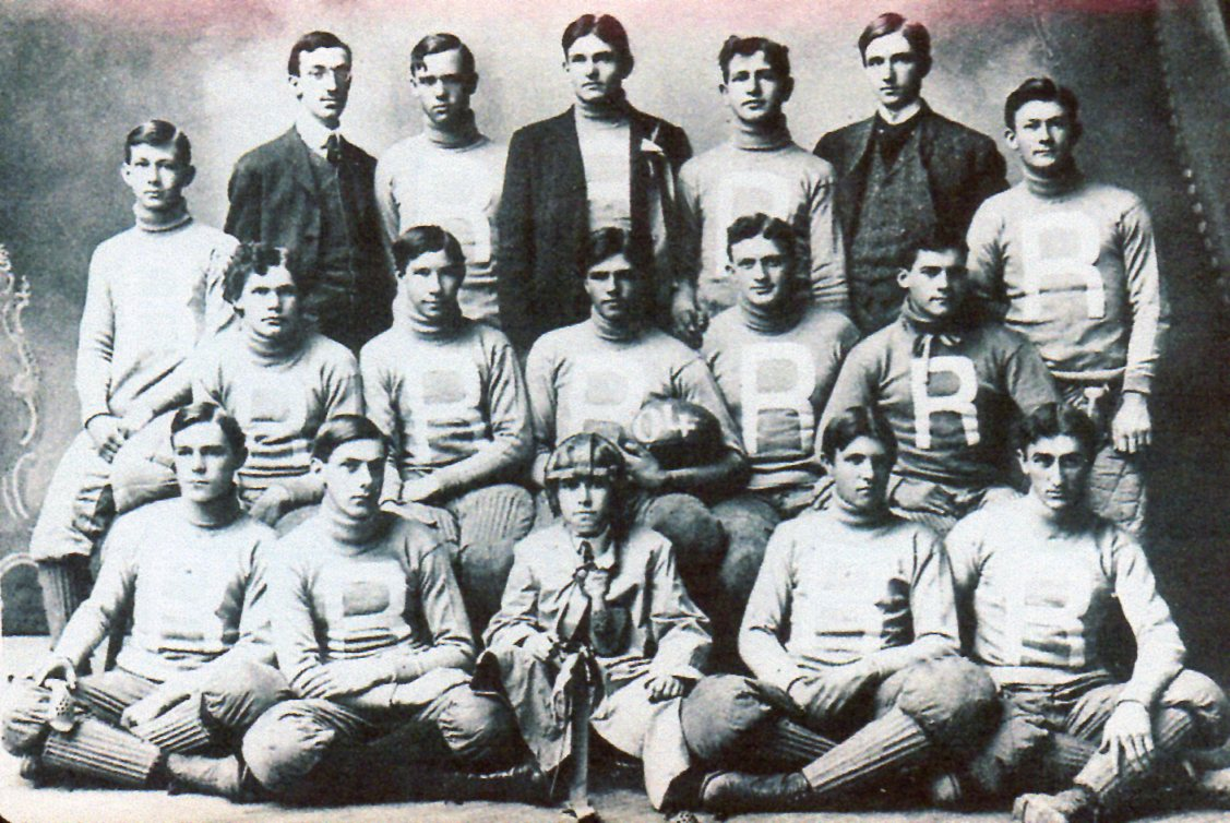 David Elliott, in suit and tie, coached Russ team to 3-2 record in 1904.